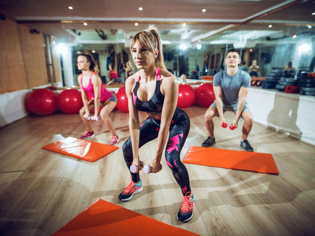 uczestniczy ćwiczący na zajęciach fitness; pakiet instruktor fitness pro gold