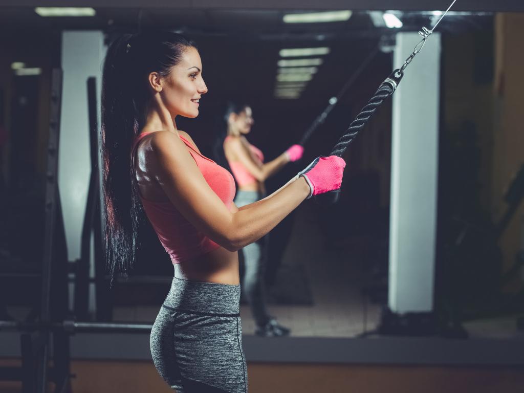 kobieta na siłowni; pakiet trener personalny pro gold