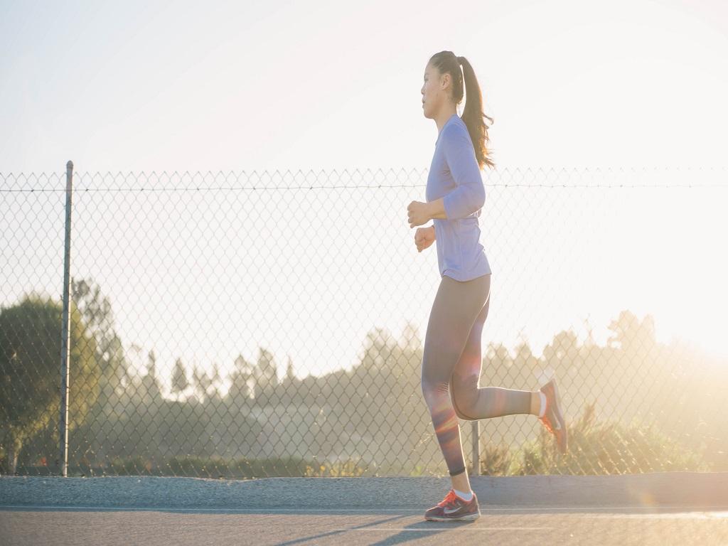 dziewczyna, która biegnie, cardio, trening cardio, co to jest trening cardio
